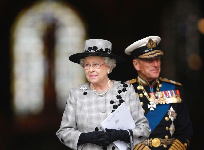 伸出橄欖枝?英媒:女王或致電哈利夫婦 禁王室討論專訪