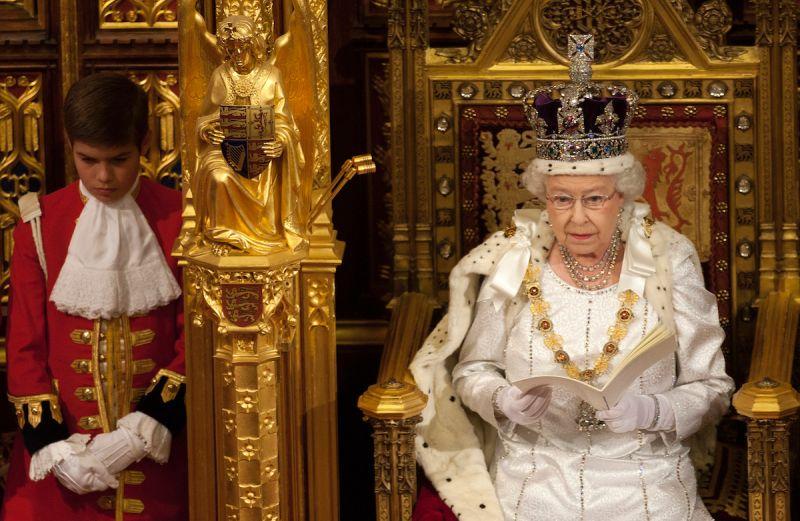 聲明回應哈利梅根種族問題 英專家曝女王「真實用意」