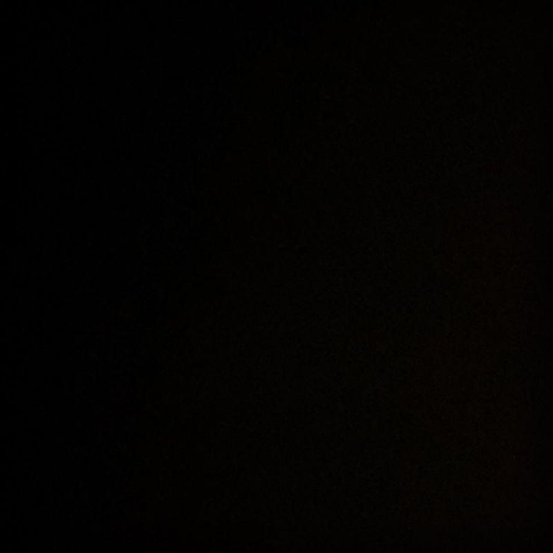 ▲奎丁發全黑圖,配上負面情緒文字,引發議論。(圖/奎丁臉書)