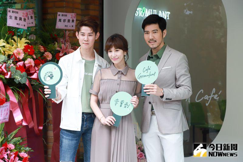 ▲夏和熙(左)與好友Apple(中)和她的男友趙國翔(右)合資開外帶咖啡廳。(圖/記者葉政勳攝