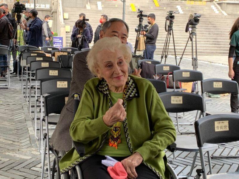 ▲空中英語教室創辦人彭蒙惠女士今(10)日出席「吾愛台灣——愛台灣的外國人特展」盛大開幕儀式。