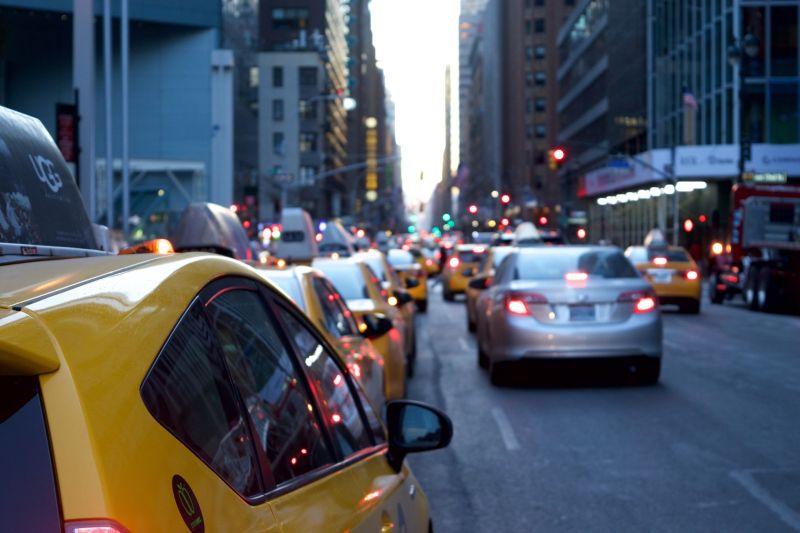 未顯示來電狂打!網紅接起:計程車司機確診 拍片全取消