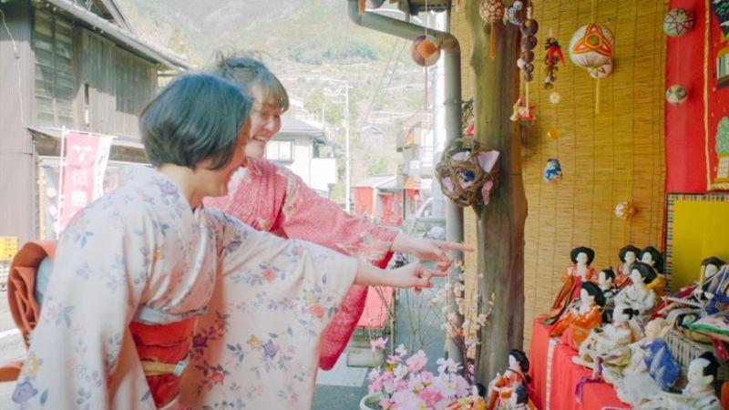 ▲日本有過3月3日女兒節的習俗,也稱做雛祭,勝浦市每年都舉全市之力舉行大型的雛祭活動,每到這個時候,商店街將會是雛娃娃鋪天蓋地。(圖/公關照片)