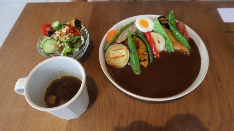 ▲木屐咖啡店可口的料理,讓往來的旅客食指大動。(圖/公關照片)