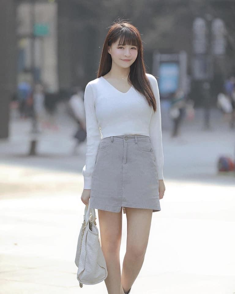 ▲元元臉蛋甜美、身材惹火。(圖/元元臉書)