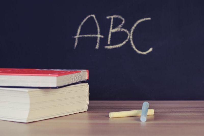 ▲有網友透露,家長要求用全英語教數學。(示意圖/翻攝自《pexels》 )