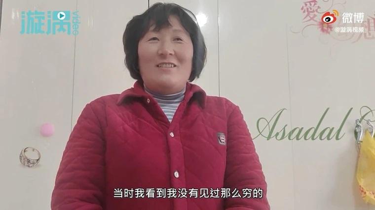 ▲趙霞義無反顧的照顧楊男。(圖/翻攝漩渦視頻)