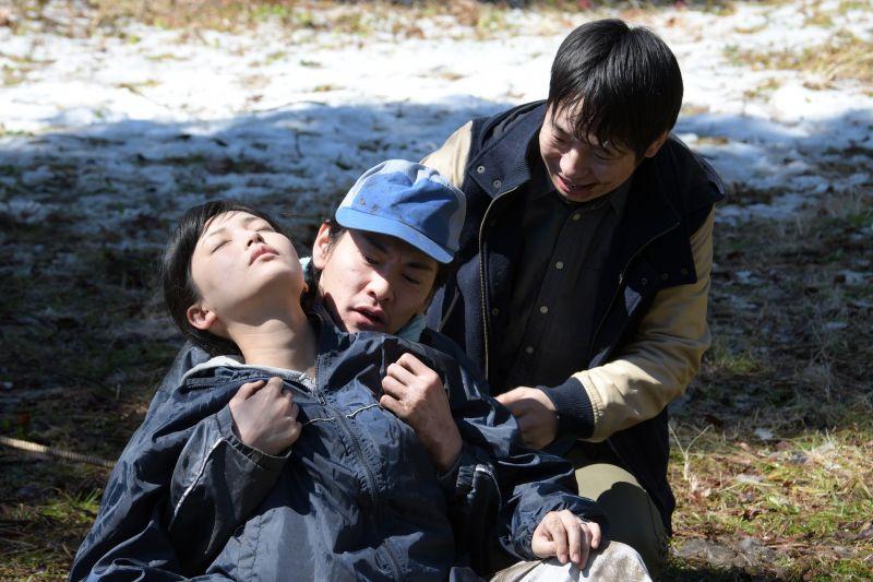 ▲片中,並木塔子(左)在農春遇上桃色危機。(圖/暗光鳥電影)