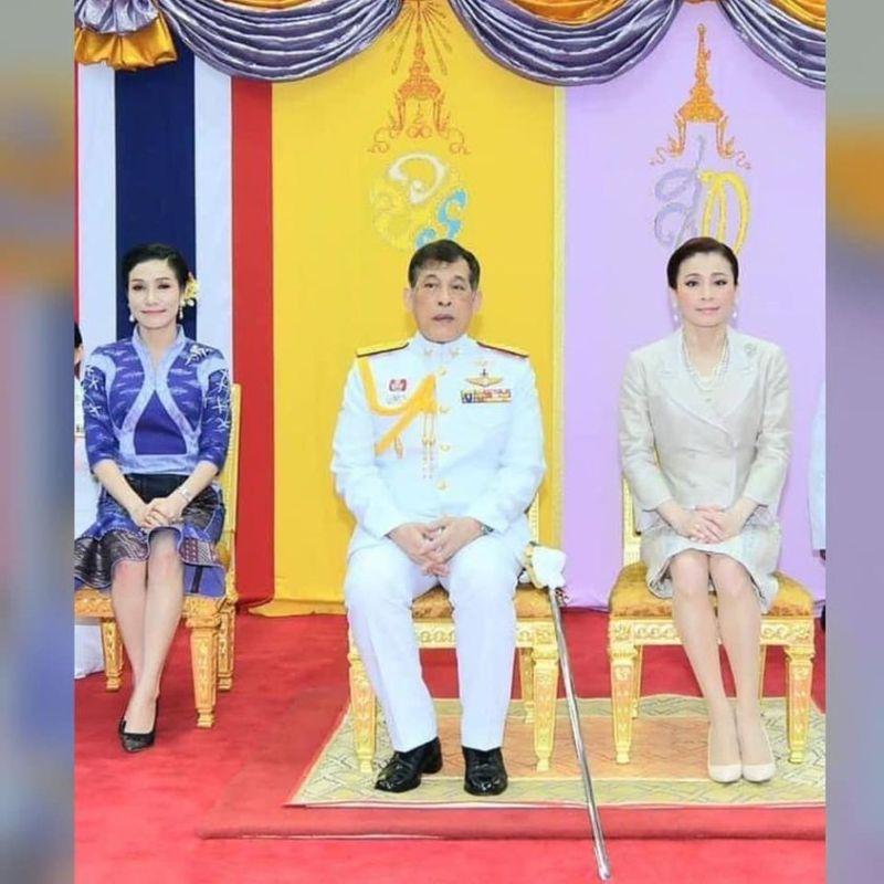 ▲長期關注泰國王室的英國記者馬歇爾,近日又po出泰王與王后、貴妃一同出席活動的照片,引發網友討論。(圖/翻攝自Andrew MacGregor Marshall臉書)
