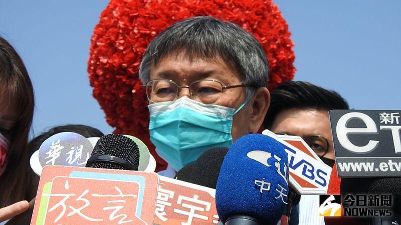 針對台南市長黃偉哲表示「抽煙吸毒更毒,但卻怕新冠肺炎疫苗」的說法,台北市長柯文哲15日受訪時也附和,表示現階段疫苗「利大於弊」。