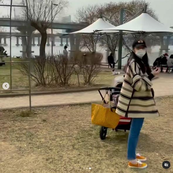 ▲▼素顏崔的「老公視角」影片。(圖/崔智友IG)