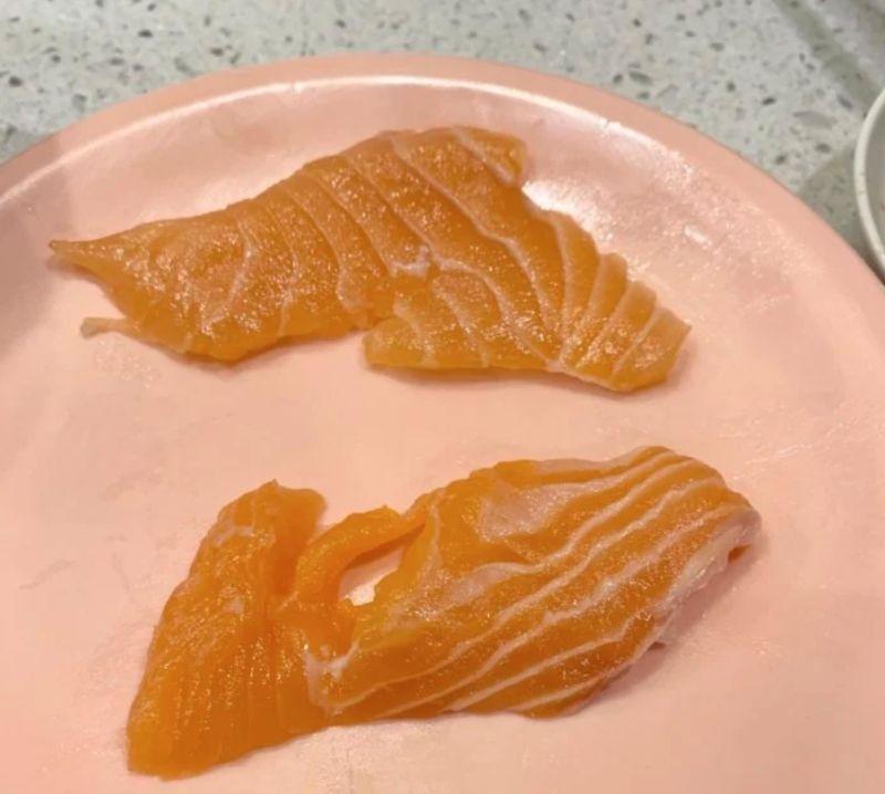 ▲女網友PO出讓她很傻眼的「碎裂鮭魚照」。(圖/翻攝自《Dcard》)