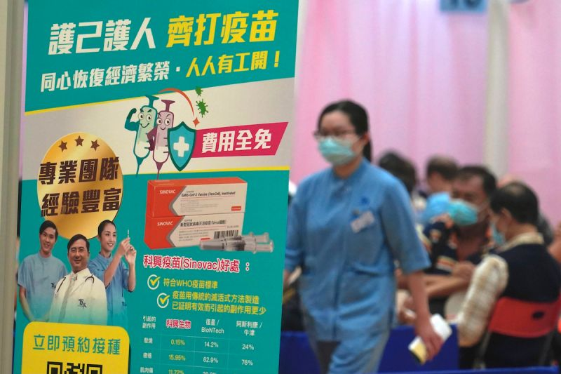 ▲香港近期推動接種新冠疫苗,採用的是中國科興疫苗,以及中國藥廠與德國BNT合作的復必泰。(圖/美聯社/達志影像)