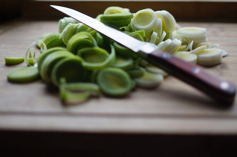 ▲搜狐美食專欄《Lily談美食》分享,「韭菜」搭配「豆皮」一起炒,不用加肉炒就很好吃,不僅「鮮」氣十足,還富含營養價值。(圖/取自pixabay)