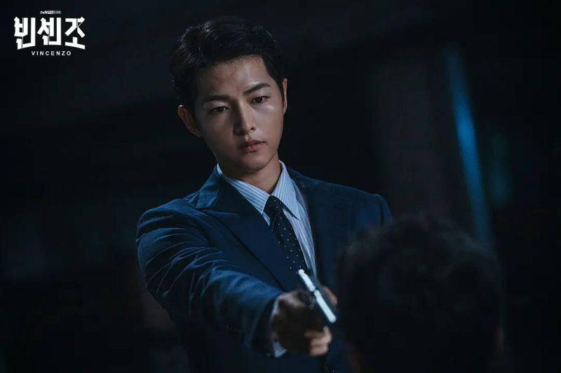 ▲宋仲基在韓劇《黑道律師文森佐》飾演一名黑手黨律師。(圖/Netflix提供)