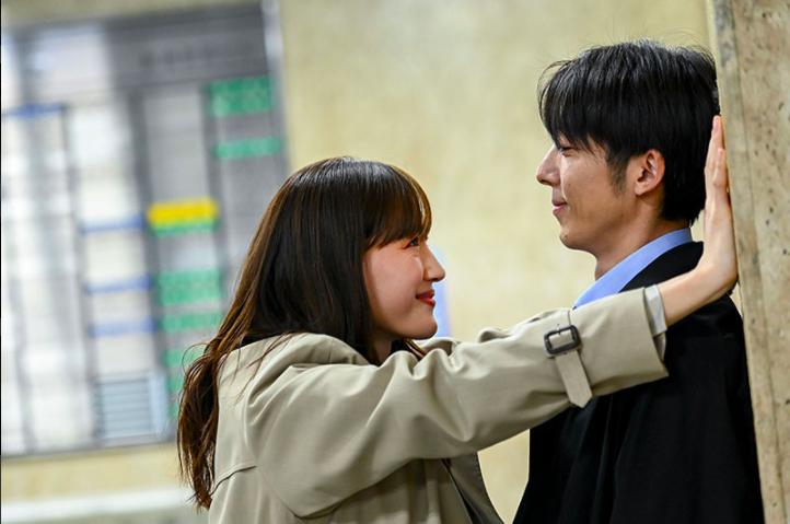 ▲劇中,綾瀨遙(左)跟高橋一生靈魂終於換回來。(圖/翻攝TBS)