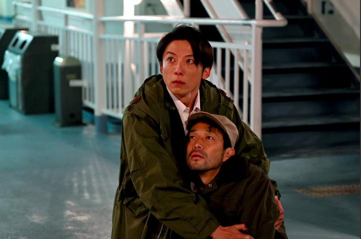▲▼劇中,高橋一生(上圖左,下圖右)為了哥哥,被警察帶走。(圖/翻攝TBS)