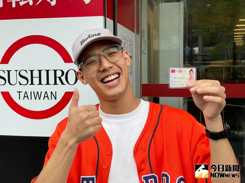 ▲短短兩天的快閃促銷不料吸引上百名台灣人願意改名為「鮭魚」撿小便宜。(圖/記者陳明安攝,2021.03.18)