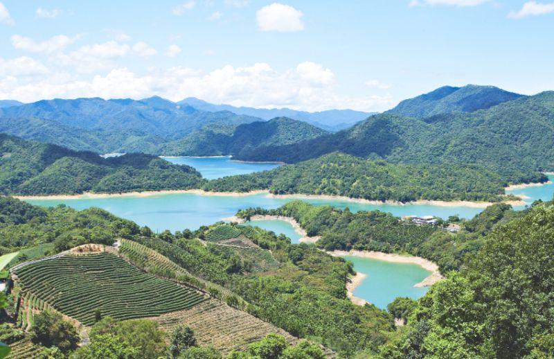 ▲「千島湖」之名源自此處的湖景神似中國杭州千島湖,石碇「台版千島湖」壯觀秀美,可一點也不遜色。(圖/Taipei Walker提供)