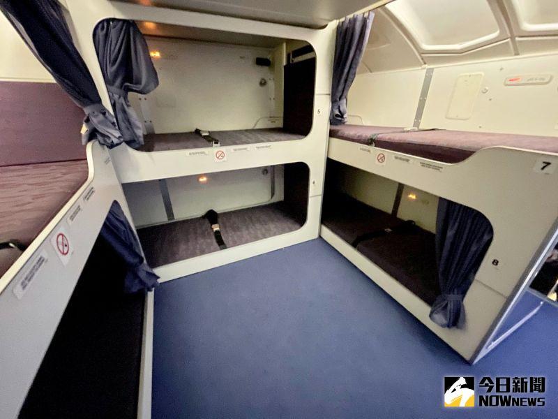 ▲機上甚至還準備空服員休息室,可以在越洋航線途中可以躺下來好好休息。(圖/記者陳致宇攝)