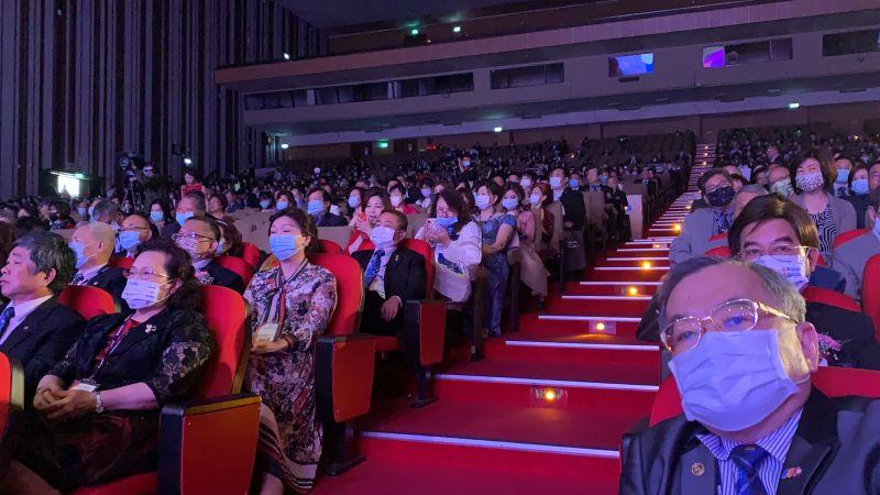 ▲國際扶輪3462區年會,市長盧秀燕贊大多數人配合政府防疫措施,全程配戴口罩。(圖/記者金武鳳攝,2021.3.21)