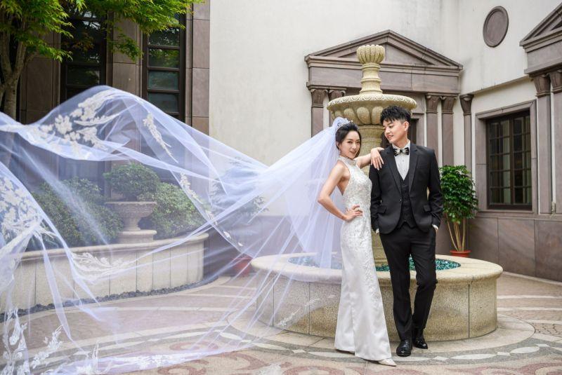 ▲貝童彤(左)和老公Howard舉行婚禮(圖/星恆提供)