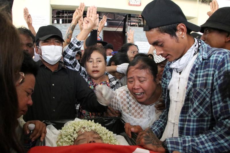 緬甸示威已250亡!15歲男遭槍擊不治 婦疑遭虐死遺3孤