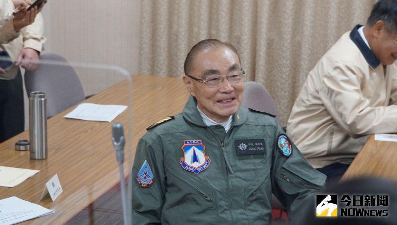 穿年輕時飛行裝帥氣備詢 馮世寬宣示照顧好榮民福利