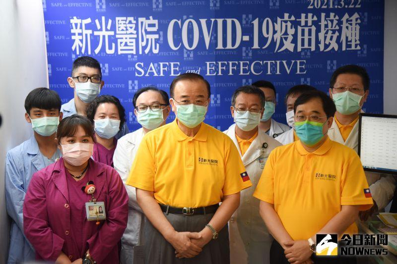 ▲新光醫院今(22)天開打AZ疫苗。(圖/記者陳明安拍攝)
