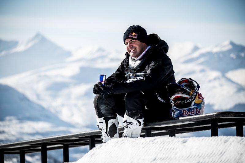 挑戰不可能!瑞士新星越野車手飛越知名滑雪場