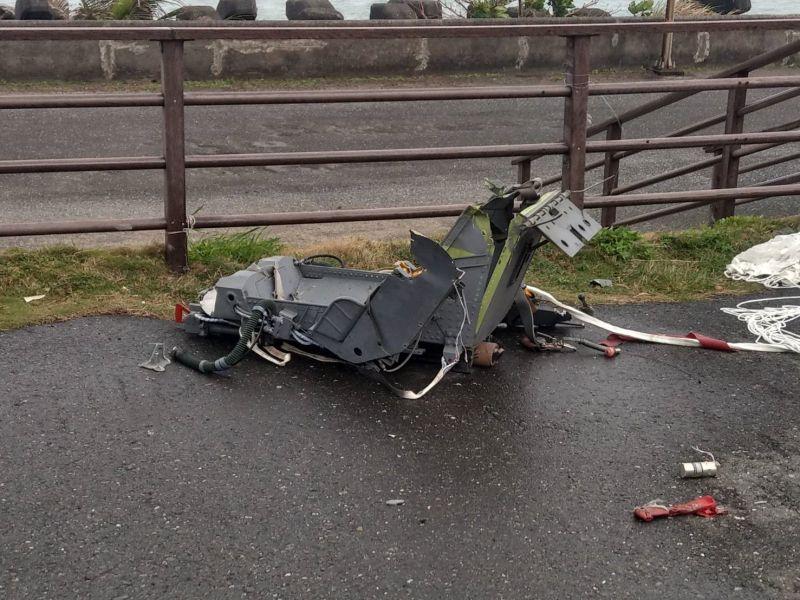 ▲台東志航基地F-5E發生擦撞事故,尋獲機上彈射椅。(圖/國搜中心提供)