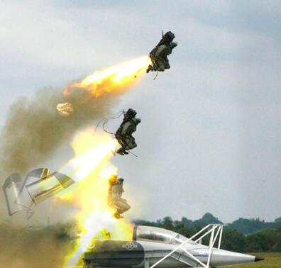 空軍規劃採用世界最先進的馬丁貝克公司產品「Mk16」彈射椅裝於F-5戰機上。(圖/馬丁貝克公司官網)