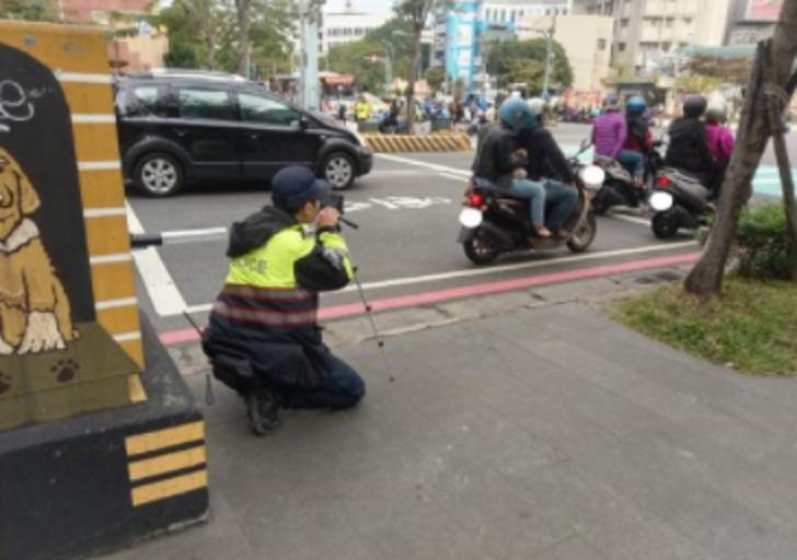 群組瘋傳2月起「警員埋伏路口拍照」?查核中心揭真相