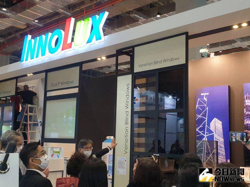 ▲群創光電在會中也首次亮相最新智慧液晶窗戶(Smart