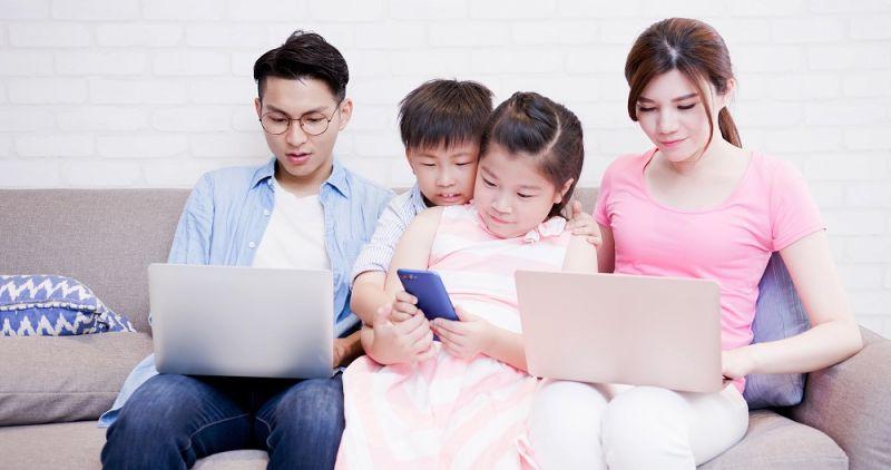 ▲在日常生活中,該如何辨別孩子是乾眼症或是近視?。(圖/shutterstock)