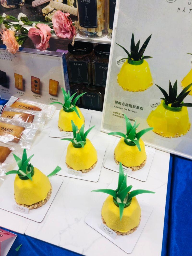 ▲鳳梨形狀的慕斯蛋糕,葉子由巧克力製作,整顆都可食用(圖/記者林怡孜攝,2021,03,25)