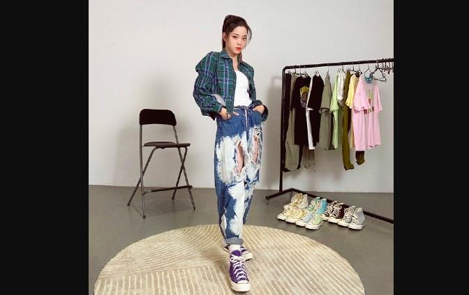 ▲瑞典知名服裝品牌H&M拒用「新疆棉」遭中國人獵巫,藝人歐陽娜娜也被捲入此次風波。(圖/新頭殼)