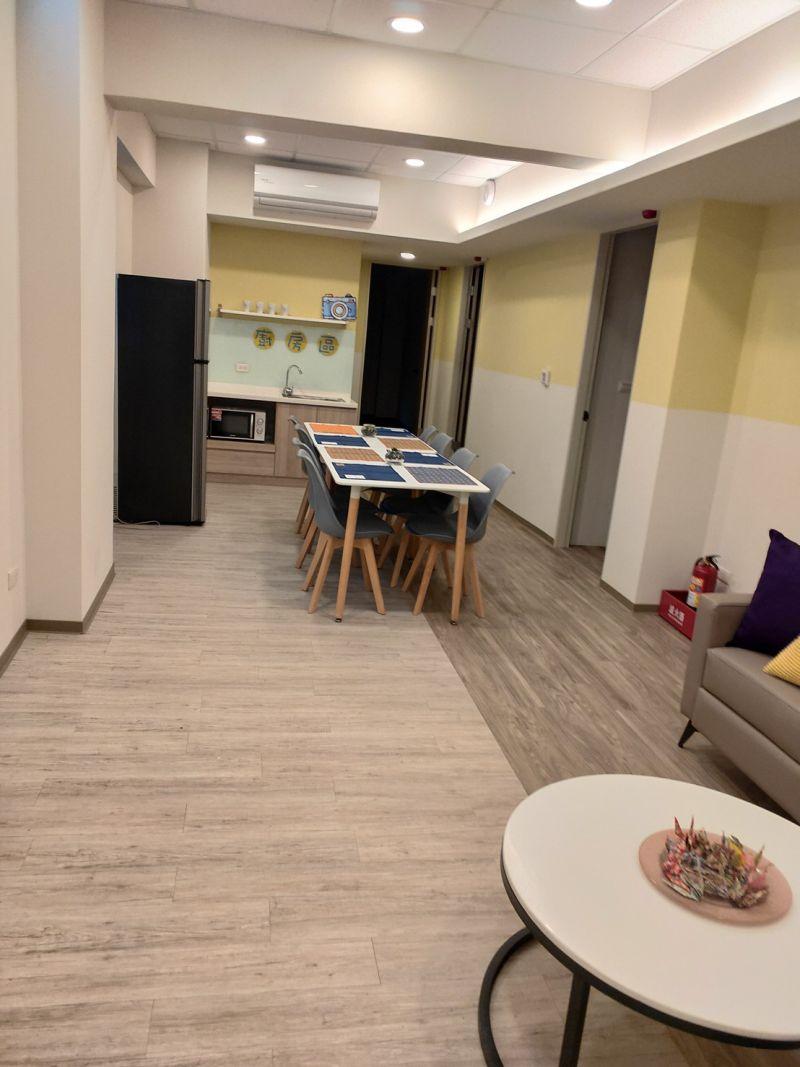 ▲新宿舍每戶公共空間有29坪,但卻要與10名學生共用。(圖/淡大學生議會提供)