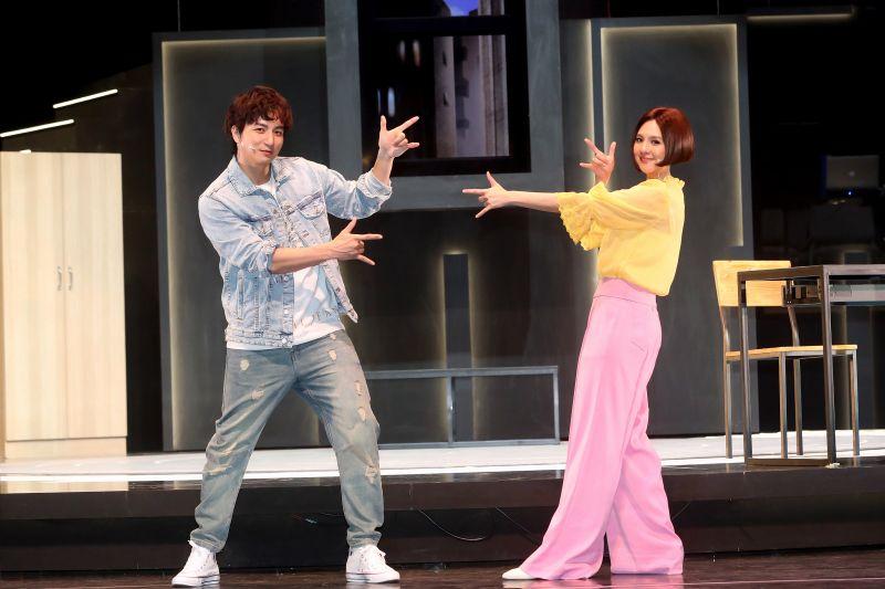 ▲楊奇煜(左)跟郭靜為男女主角。(圖/果陀劇場)