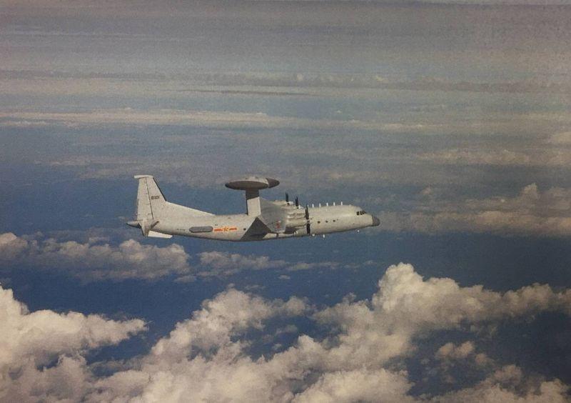 ▲共機26日一次出動20架闖我西南空域。圖為共機1架次空警500機。(圖/國防部提供)