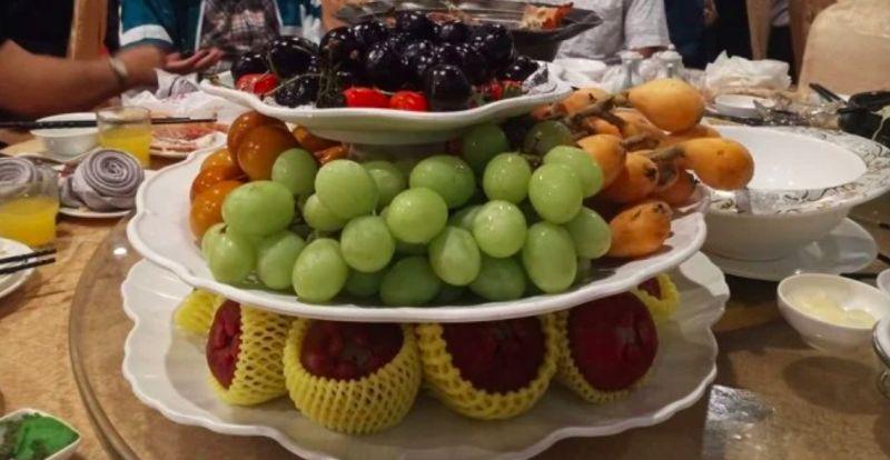 ▲就連最後的水果也是種類多樣。(圖/Dcard)