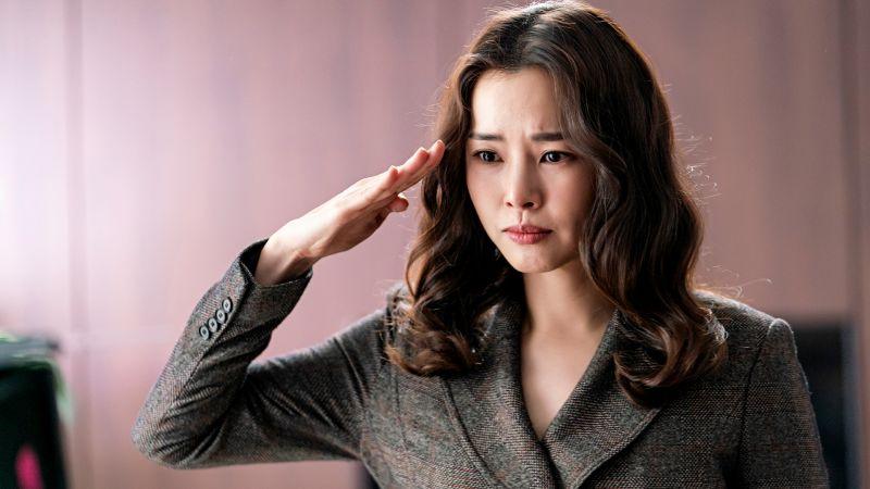 ▲李荷妮飾演霸氣檢察官。(圖/東森戲劇)