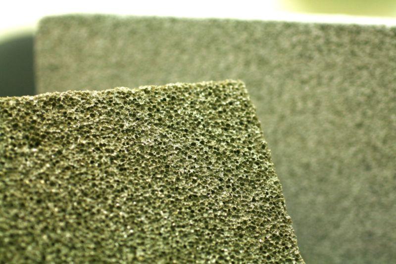 ▲春池使用LCD廢棄玻璃製成防火磚。(圖/截自春池)