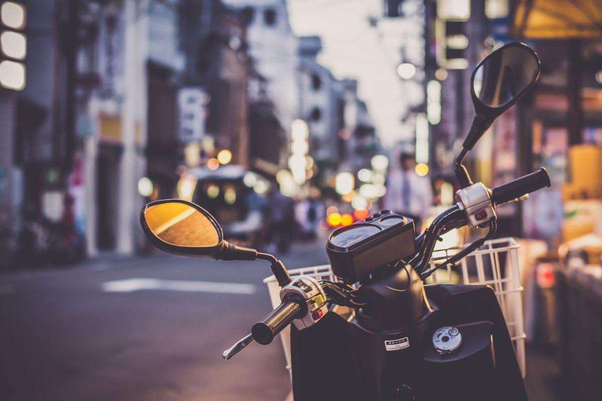 ▲有網友好奇問「為什麼機車駕駛行車紀錄器無法普及?」貼文一出,也引起網友熱議(示意圖/取自《Pixabay》)