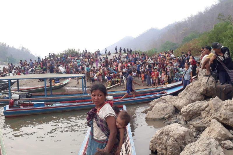 ▲緬甸軍方空襲克倫族居住地,造成大量難民出逃至泰國,卻傳出遭泰國派遣部隊驅逐。(圖/擷取自影片)