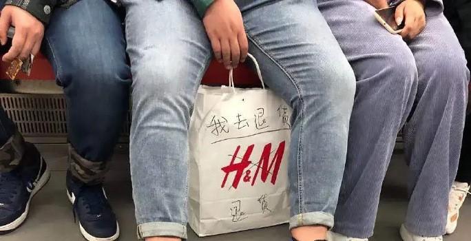 男提H&M袋子去退貨!陸網細看「1亮點」秒翻臉:別再裝了