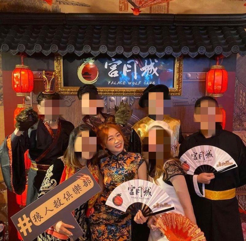 ▲ㄚ頭(前排中)的合夥人黃霈麒(前排左)被爆欠債2000萬。(圖/翻攝官方IG)