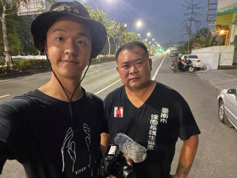 ▲香蕉(左)與徐文良合影。(圖/香蕉王俊傑臉書)