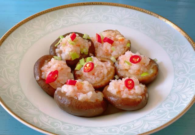 ▲搜狐美食專欄《婷妹說美食》指出,蝦仁加「香菇」一起蒸味道很搭,不僅清爽開胃,還很下飯。(圖/翻攝自婷妹說美食)