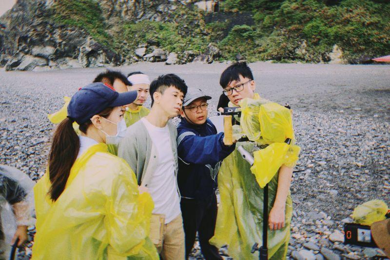 光良前往花蓮拍攝歌曲MV,沒想到遇到暴雨。(圖/星娛音樂提供)